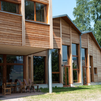 Bâtiment en bois, bardage en bois vertical