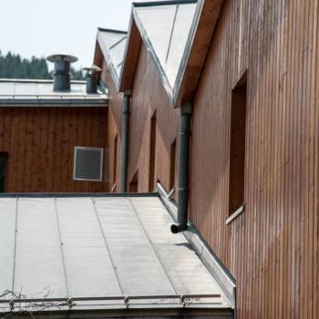 Bâtiment en bois, revêtement bardage bois