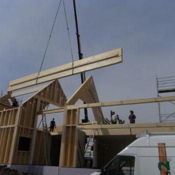 Levage d'un maison d'habitation individuelle en ossature bois