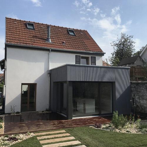 Rénovation en bois d'une maison individuelle, extension en bois, terrasse en bois