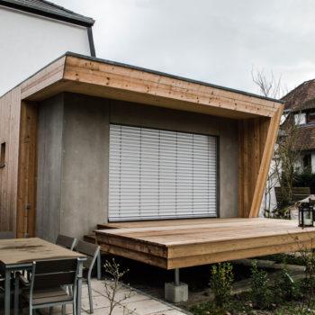Extension en bois d'une maison individuelle, terrasse en bois