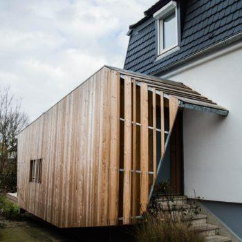 Extension en bois d'une maison individuelle, sas d'entrée en bois bardage bois