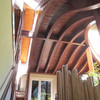 Pare-soleil courbé en bois