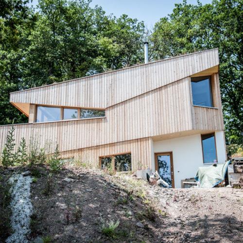 Maison ossature bois bardage bois dans la montagne