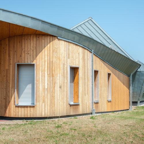 Ecole primaire en vois, revêtement bardage bois