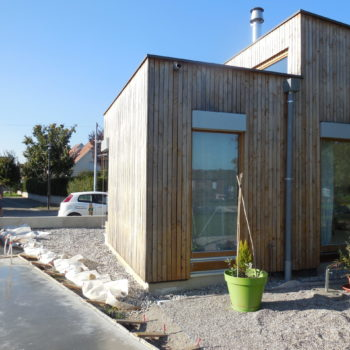 maison individuelle neuve plain-pied, ossature bois et bardage bois vertical