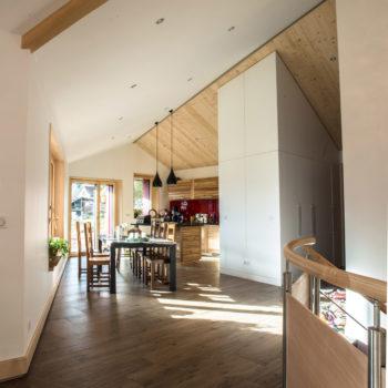 Aménagement intérieur d'une maison ossature bois, parquet bois, plafond en bois, menuiseries diverses en bois