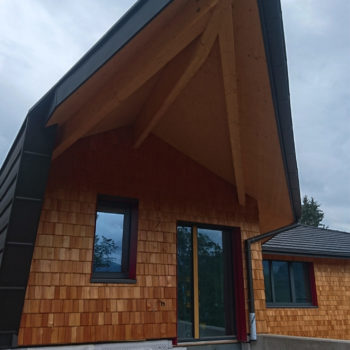 Maison individuelle ossature bois, bardage en bois, grande baie vitrée orientée sud