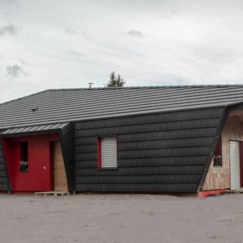 Maison individuelle neuve, construction bois, bardage en bois naturel et noir