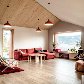 Aménagement intérieur d'une maison ossature bois, parquet bois, plafond bois