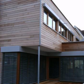 maison cubique individuelle ossature bois, bardage en bois