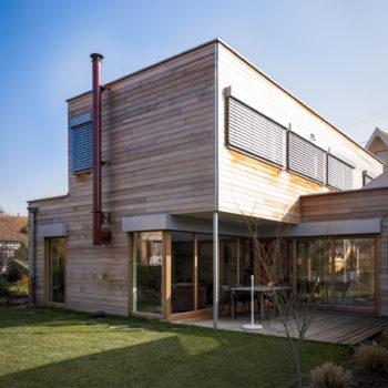 Maison individuelle cubique ossature bois, bardage en bois