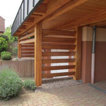 Garage à voiture en bois, bardage ajouré
