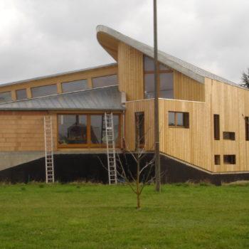 Maison osssature bois et maçonnerie, revêtement bardage bois