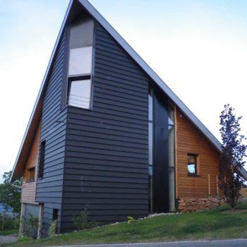 Maison contemporaine ossature bois, bardage en bois noir et naturel