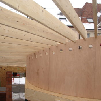 Extension en bois arrondi d'un bâtiment