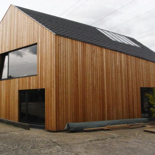 maison individuelle ossature charpente bois, matériaux naturels et recyclés, bardage bois mélèze, bâtiment basse consomamtion
