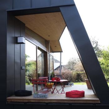 Rénovation d'une maison individuelle et construction d'une extension bois et d'une terrasse bois.