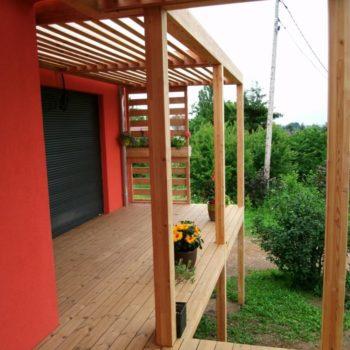 Agrandissement d'une maison et création d'une terrasse en bois surélevée