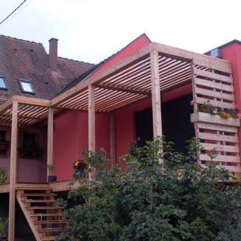 Terrasse en bois, pare-soleil en bois