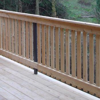 Terrasse en bois, gardes corps en bois et plancher en bois